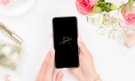 PPT 디자인을 위한 iPhone+Hand Mockup 무료 소스